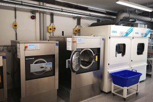 Insourcing vs Outsourcing: Wäsche auslagern oder selber waschen?
